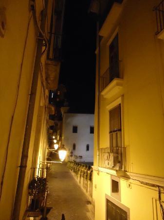 Il Guiscardo Bed & Breakfast: Via del Duomo dal balconcino della camera verso il Duomo
