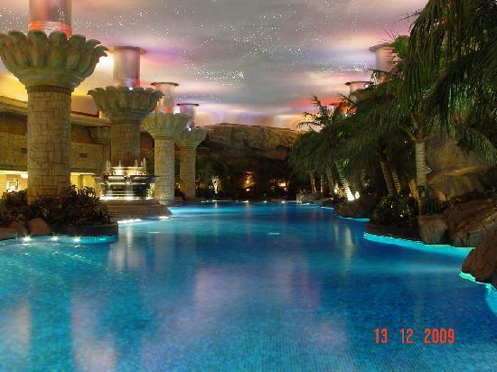 Indoor pool the best ever picture of grand hyatt beijing beijing tripadvisor for Grand hyatt beijing swimming pool