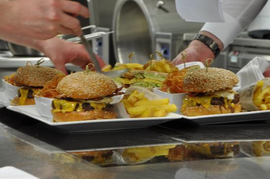 67 Sixtyseven Sportsbar: 67 Knockout Burger