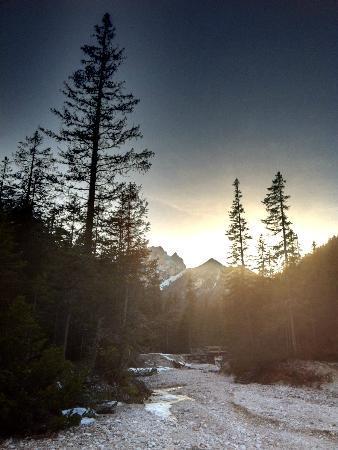 Hotel Pragser Wildsee: Surrounding Nature