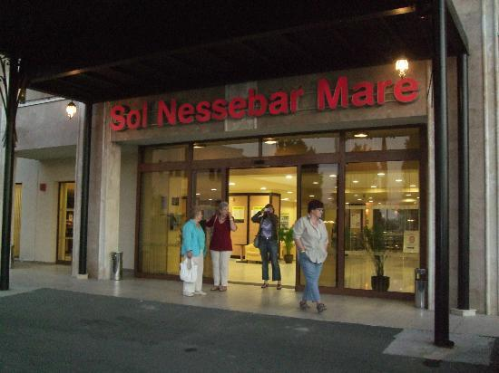 Sol Nessebar Mare: The front of the hotel