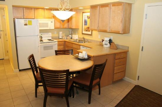 Holiday Inn Club Vacations at Lake Geneva Resort: Kitchenette