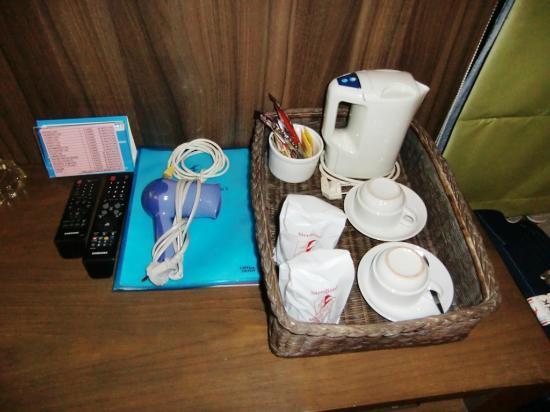 D Varee Diva Bally Silom, Bangkok: Hairdryer, electric kettle, cups, etc.