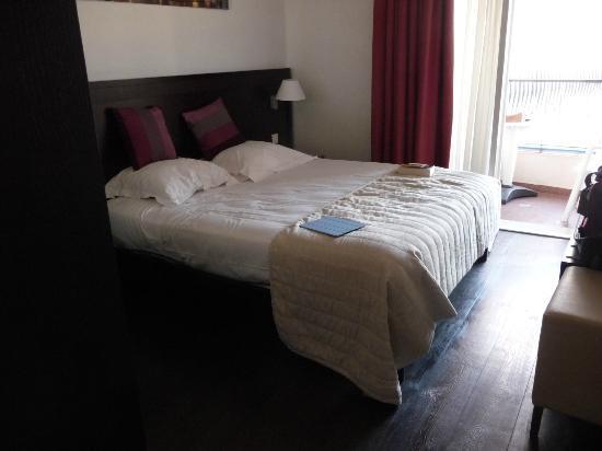 Hotel Comté De Nice: Our Room Hotel Comte de Nice