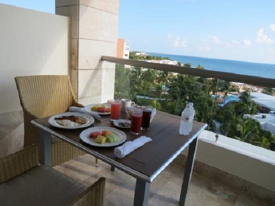 Excellence Playa Mujeres: Building 8 - View from the downstairs balcony