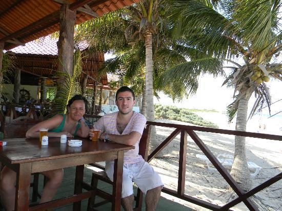 Hotel Brisas Covarrubias: bar de la playa