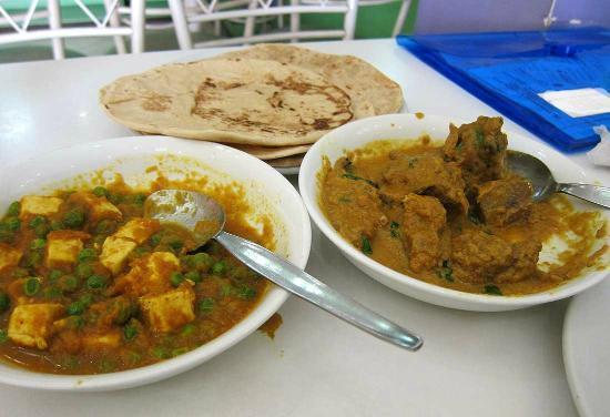 Assad's Cafe : Mutton Korma (L) Paneer Matar (R)
