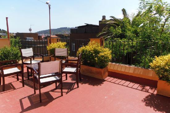 Garden House Hostel Barcelona: Terraza
