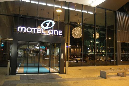 front picture of motel one wien westbahnhof vienna tripadvisor. Black Bedroom Furniture Sets. Home Design Ideas