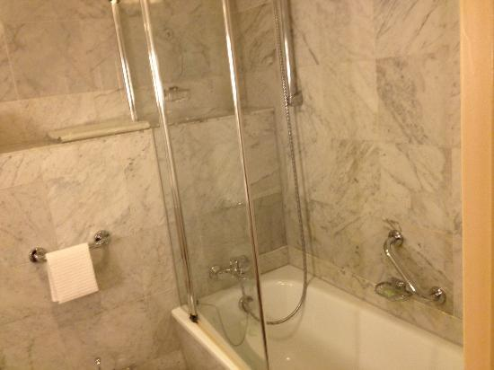 Le Royal Hotels & Resorts - Luxembourg: Shower