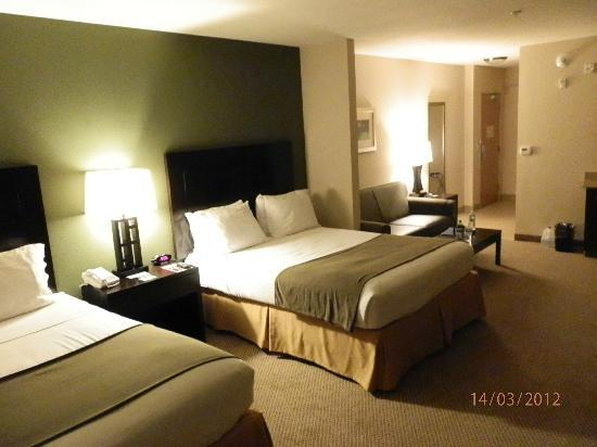 our queen suite picture of the holiday inn express. Black Bedroom Furniture Sets. Home Design Ideas