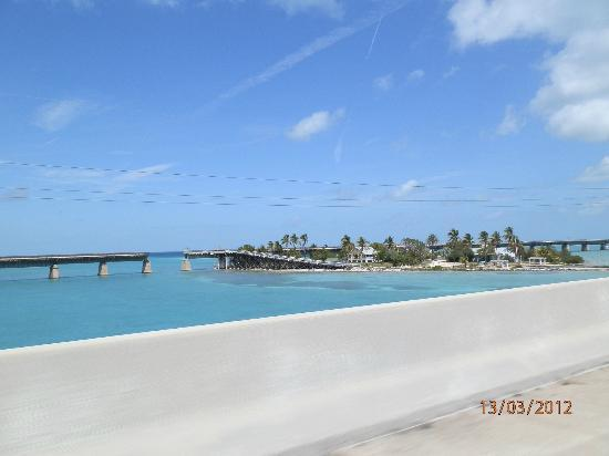 view from seven mile bridge driving down to key west. Black Bedroom Furniture Sets. Home Design Ideas