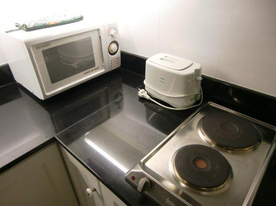 Saladaeng Colonnade: Microwave oven & toaster