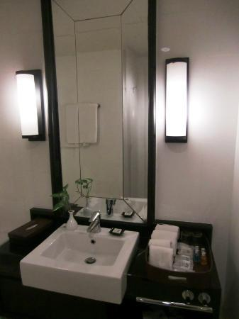 Saladaeng Colonnade: Sink in the bathroom