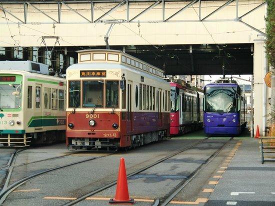Tokyo, Japonya: 車庫に並べられた路面電車