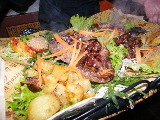 Osteria La Ghianda : Le carni servite sulla pietra bollente