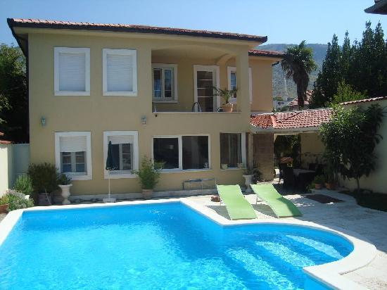 Villa Mike: Mediteranian style house with swimming pool.