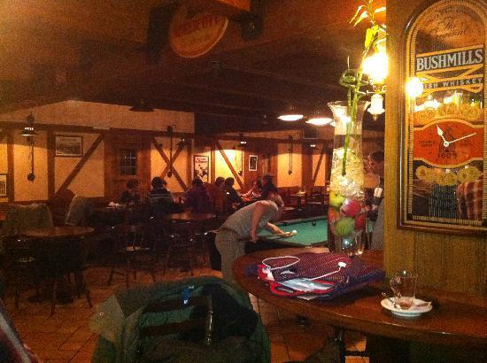 Hotel California: Saloon con biliardo