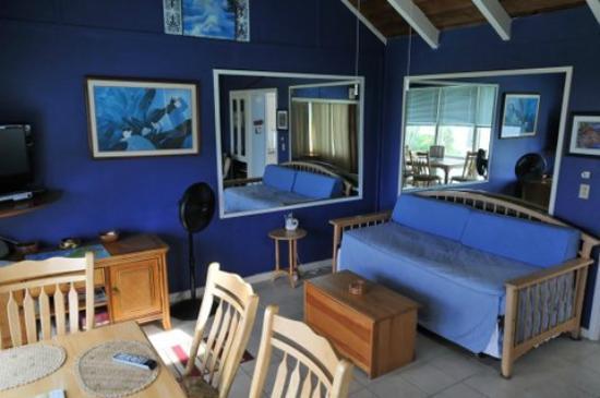 Punaluu Beach Cottage : salle a manger