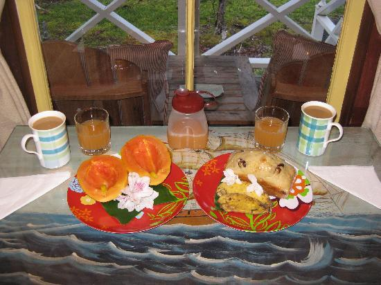 Hale Ohia Cottages: Hale Ohia Cottage Breakfast
