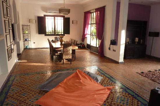 Villa Abalya: vaste salle à manger