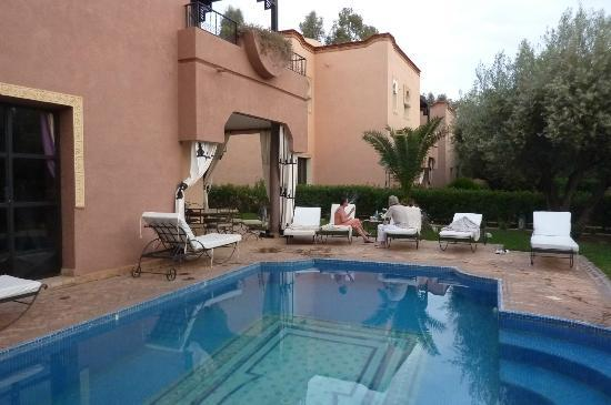 Villa Abalya: jardin et piscine