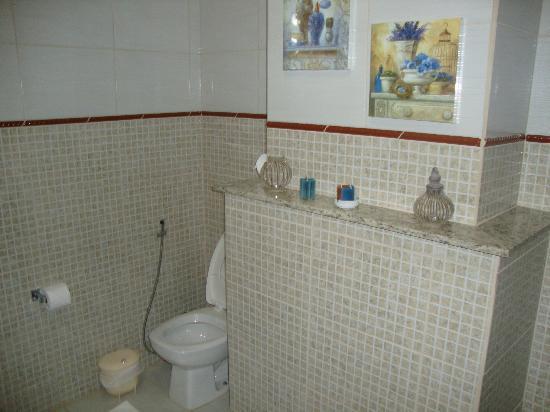 Hotel pousada Shangri-Lá: Banheiro
