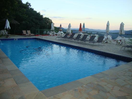 Hotel Pousada Shangri-La: piscina