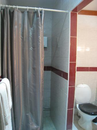Astoria Hotel: bathroom