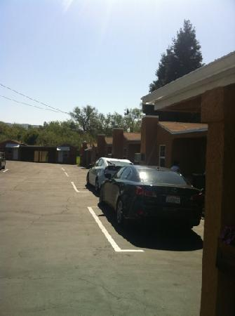 Napa Discovery Inn : view from the road