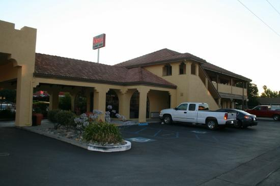 Quality Inn & Suites Gilroy: courtyard view