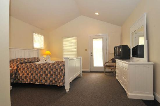 Skaneateles Suites: Cottage House Bedroom