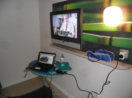 TV has 2 BBC channels - Picture of Ibis Styles Paris Maine