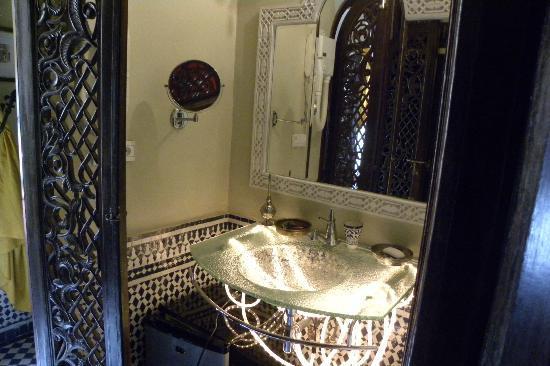 Riad Ibn Battouta : coin lavabo