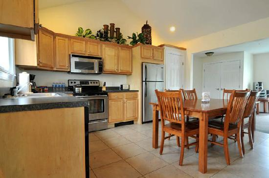 Skaneateles Suites: Main House Kitchen