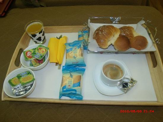 Holiday a San Pietro : Breakfast in bed every morning - set us up nicely!