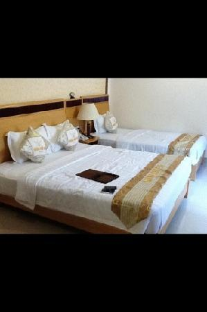 Hoang Phu Gia Hotel: queen size and single bed