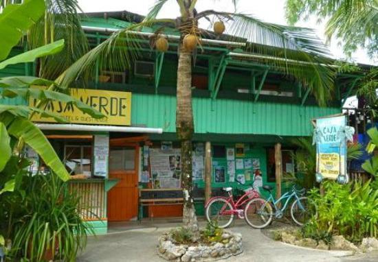 Casa Verde Hostel & Guesthouse: Bocas del Toro: Casa Verde - Street View