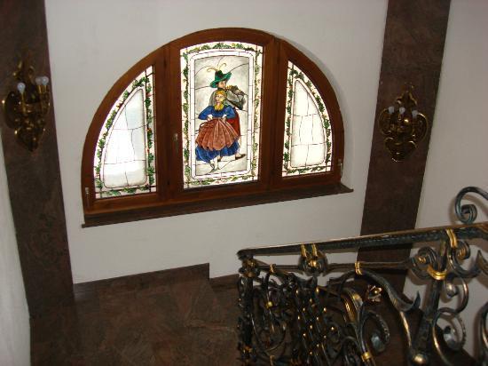 Tyrolis Hotel: Staircase