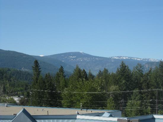 Super 8 Castlegar BC: View from the room looking north