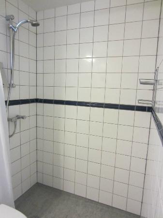 Hotel Christian IV: Room #47 - shower