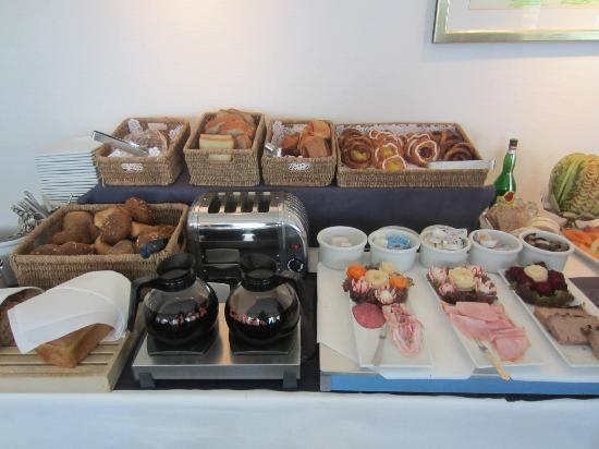 Hotel Christian IV: Nice selection of good quality breads, pastries, hams, pate and cheese