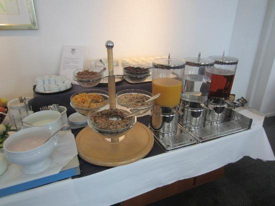 Hotel Christian IV: breakfast cereals and juices