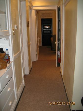 Bridgeport Bed and Breakfast: Hallway