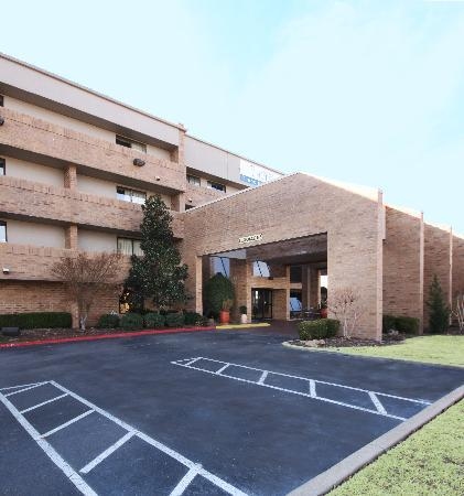 Country Inn & Suites By Carlson, Tulsa Central: Hotel Entrance