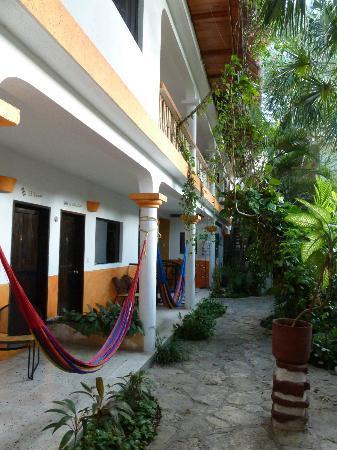Hotel Casa Tucan: hotel courtyard