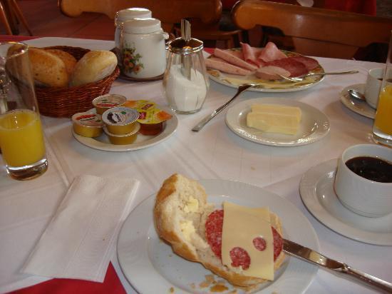 Gasthof Pension Adler Sameister: Continental breakfast