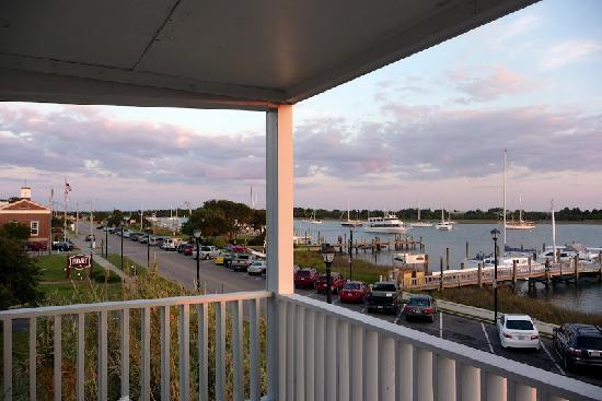 ‪‪Inlet Inn‬: View from Inlet Inn balcony‬