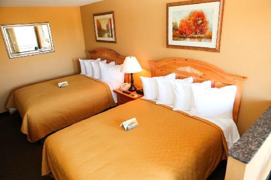 Red Lion Inn & Suites Tucson North Foothills: Queen Suite