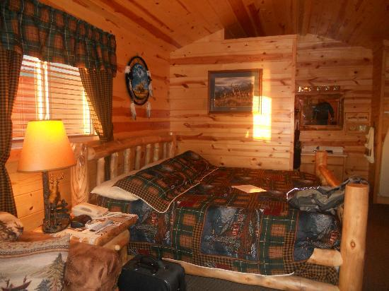 Frontier Cabins Motel: King cabin